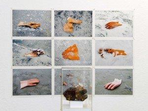 Karl Böttcher, S-P-O, Sankt Peter-Ording, 1997, Photos, je 30 x 20 cm, Objekt, Spielzeugauto, 20 x 20 x 140 cm, Am Strand gefunden - Recyceln