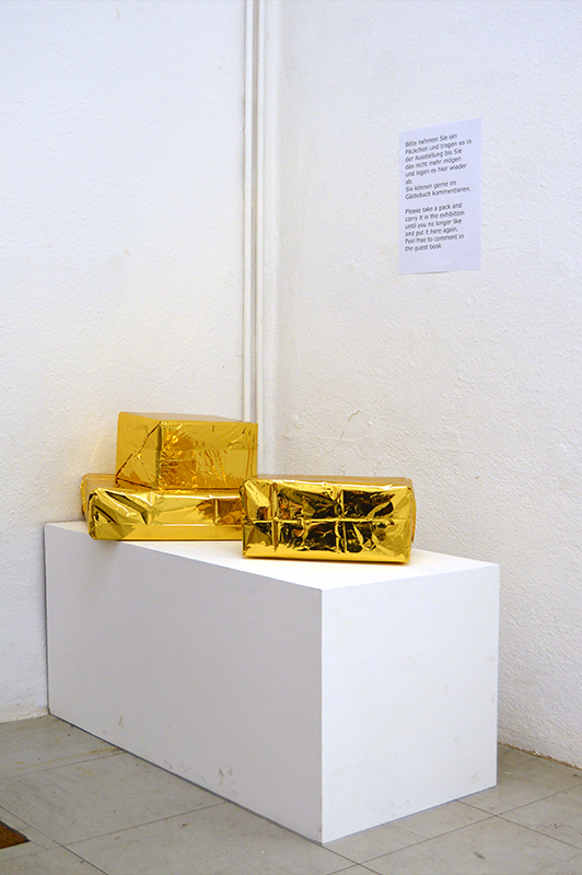 Tom Albrecht Ware für Alle 2015 Berlin, Germany Interaktive Aktion Kartons, golden, 22x14x16, 26x13x27 und 10x37x29 cm