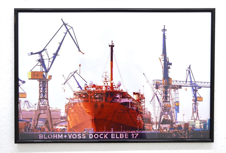 "Marzena Brandt ""Container Terminal Tollerort / Elbe 17 Trockendock"" 2013 Hamburg, Germany Foto auf Fotopapier, gerahmt 60 x 40 cm"