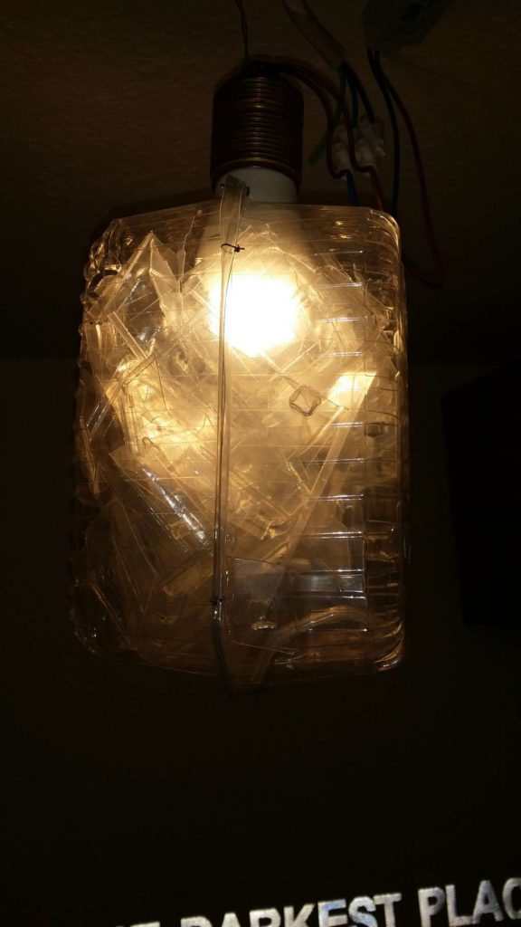 Plastik Lampenschirm. C Tom Albrecht Unsere ökologische Praxis