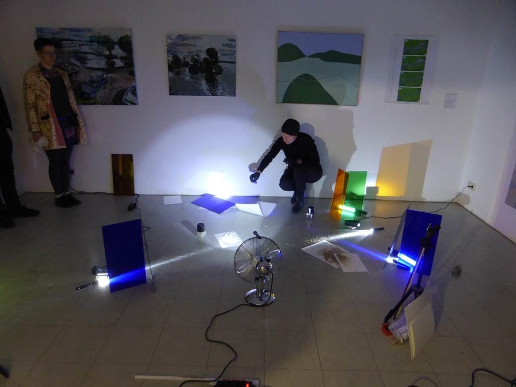 """Performance """"Indigo Islands"""" von Rosa Schmidt, Sintflut heute"""