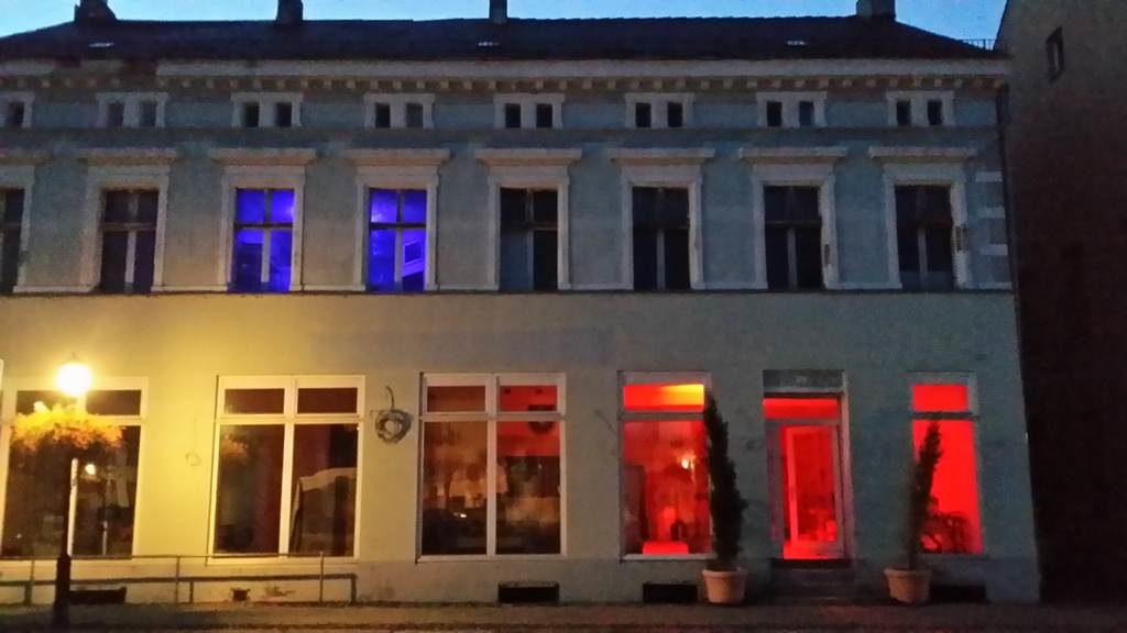 Marktlicht rot blau, C Tom Albrecht